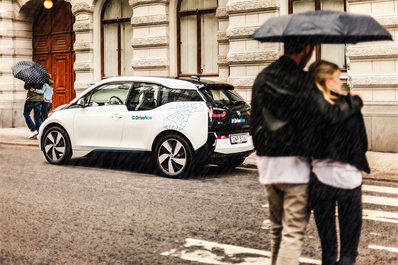 Yhteiskäyttöauto pelastaa esim. sateella.
