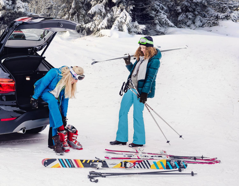 Kaupunkiautolla laskettelemaan, luistelemaan tai hiihtämään.