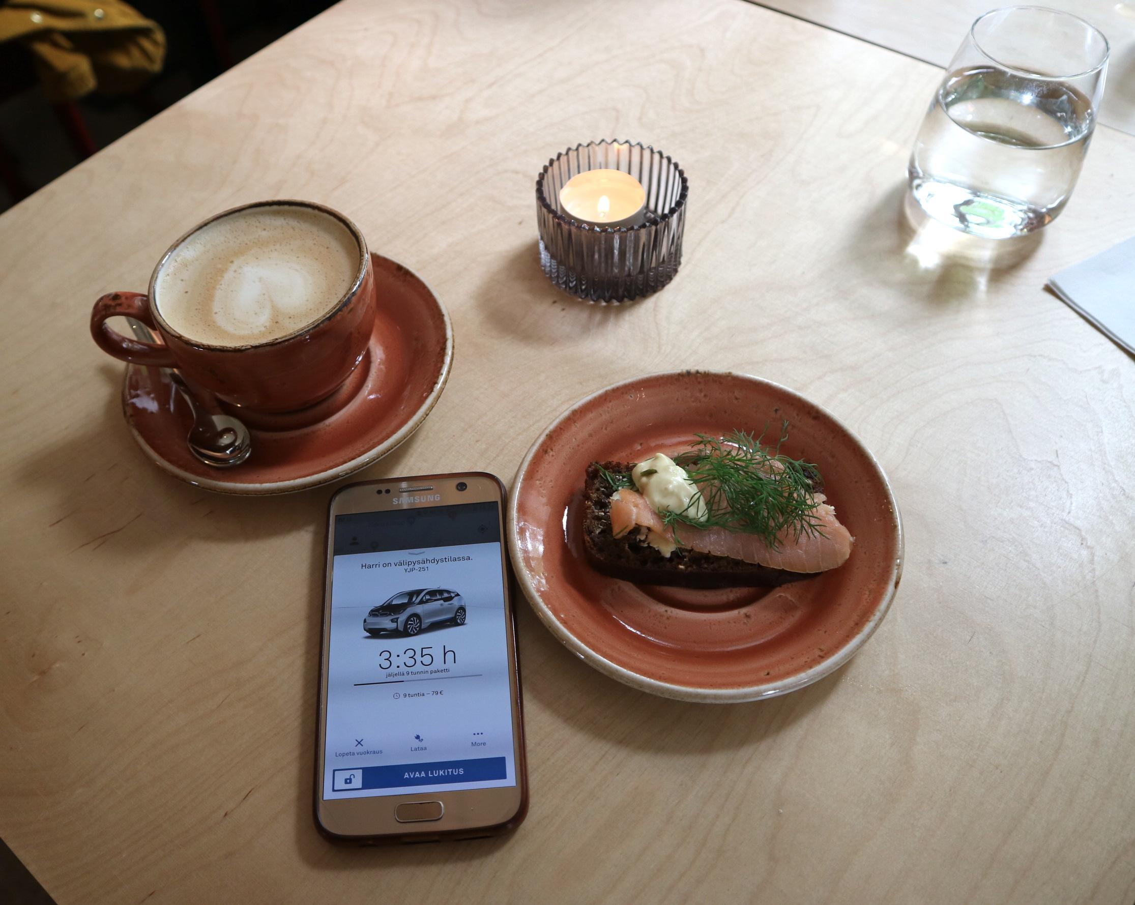 Kahvilla Fiskarsissa.