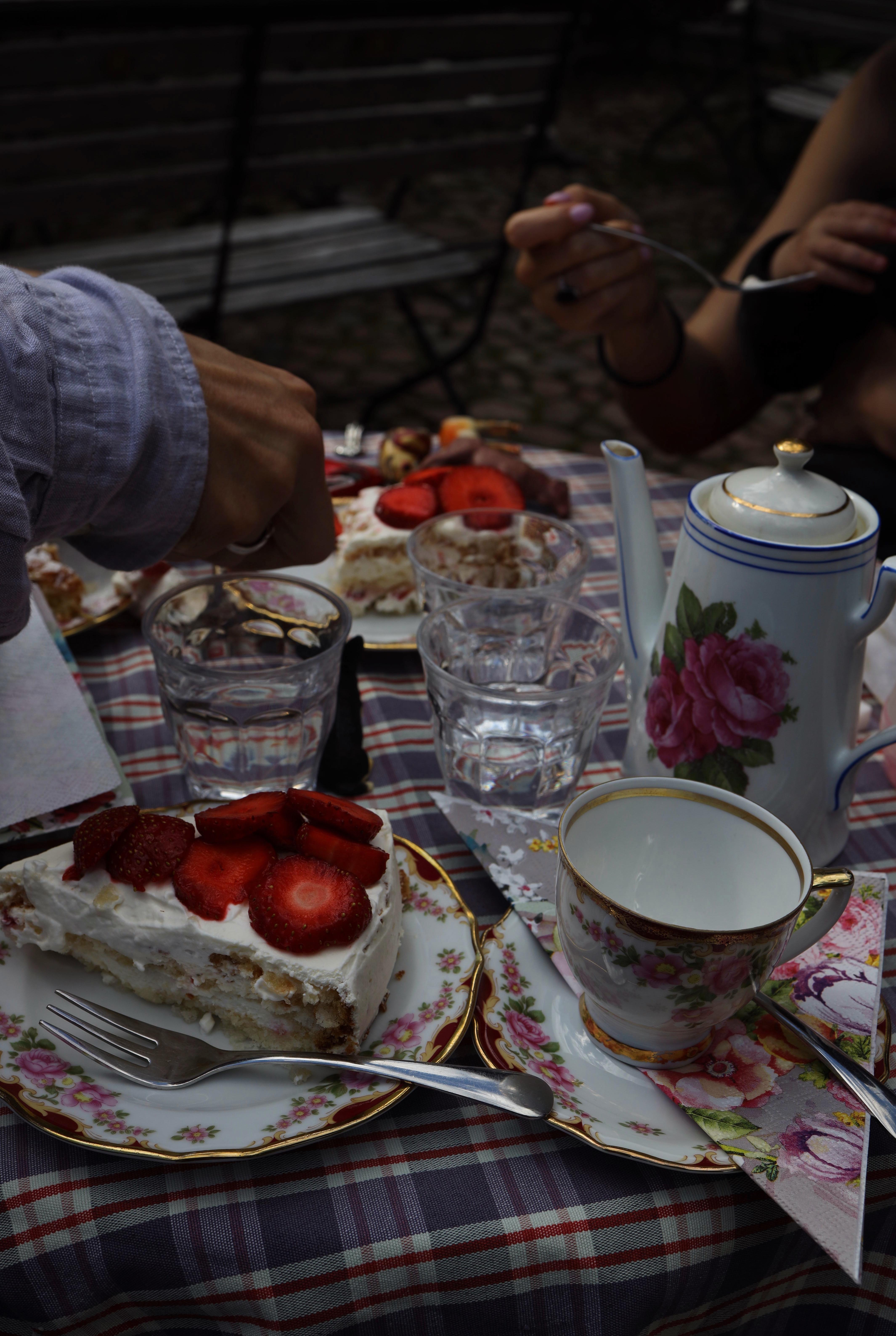 Herkkuhetki Loviisassa Tuhannen tuskan kahvilassa.
