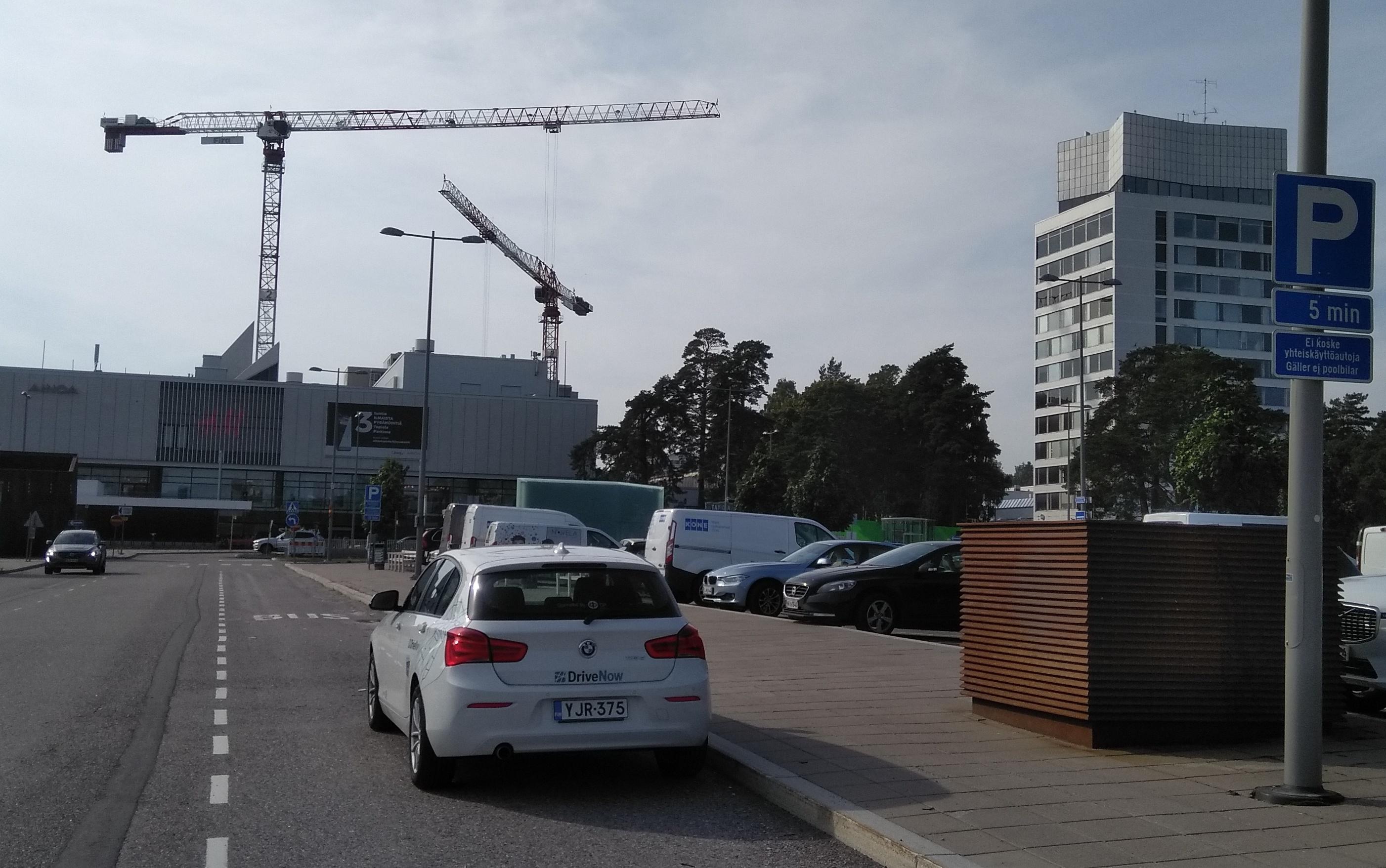 DriveNow:n pysäköintipaikat Tapiolassa Espoossa.