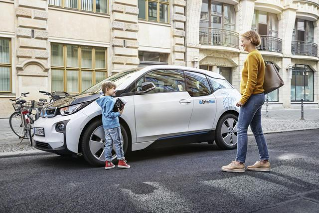 drivenow_bmw_i3_shopping_family_jpg