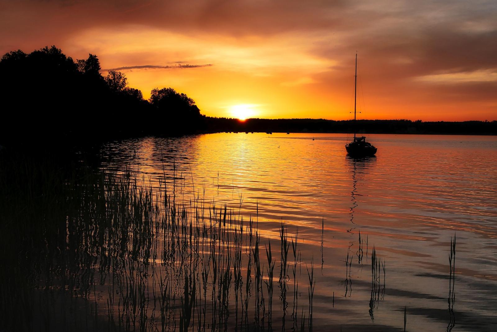 lake-3452510_1920