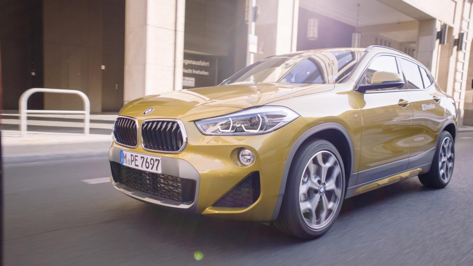 drivenow_berlin_bmw_x2_movie_thumbnail_driving_04_zkjjwg-c_scaleq_75w_1903