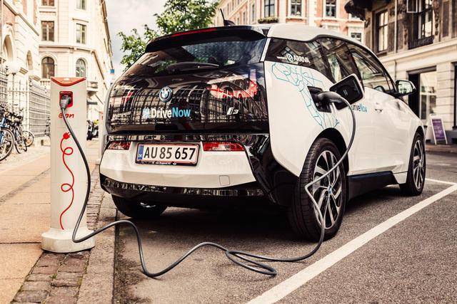 drivenow_bmw_i3_kopenhagen_charging2_jpg