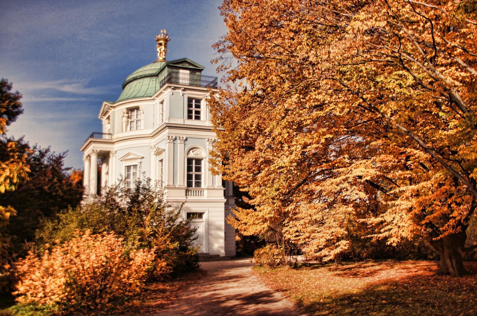 schlosspark-charlottenburg-1053052_1920