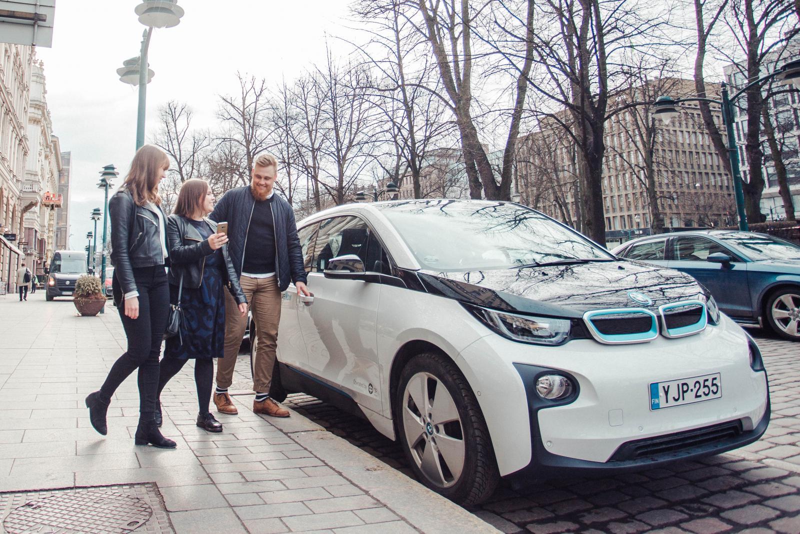 DriveNow_BMW_Helsinki_friends