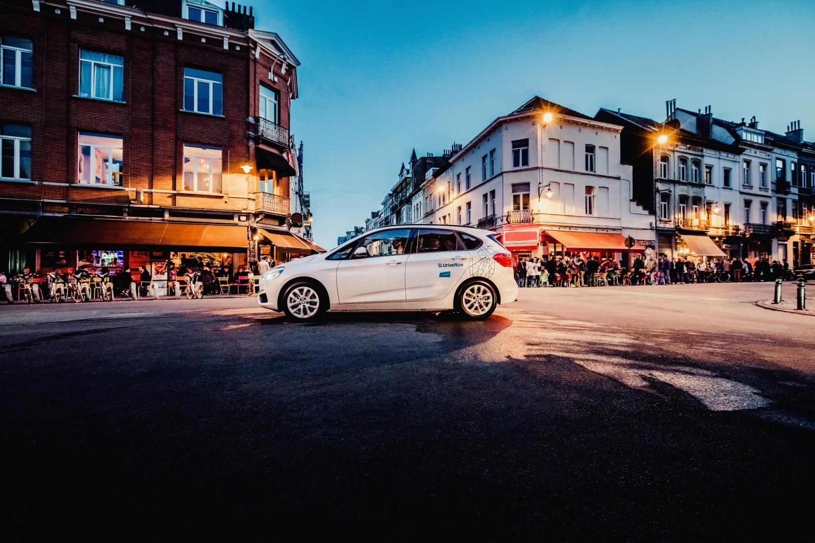 DriveNow_Brussels_BMW_2SeriesAT_Driving_2
