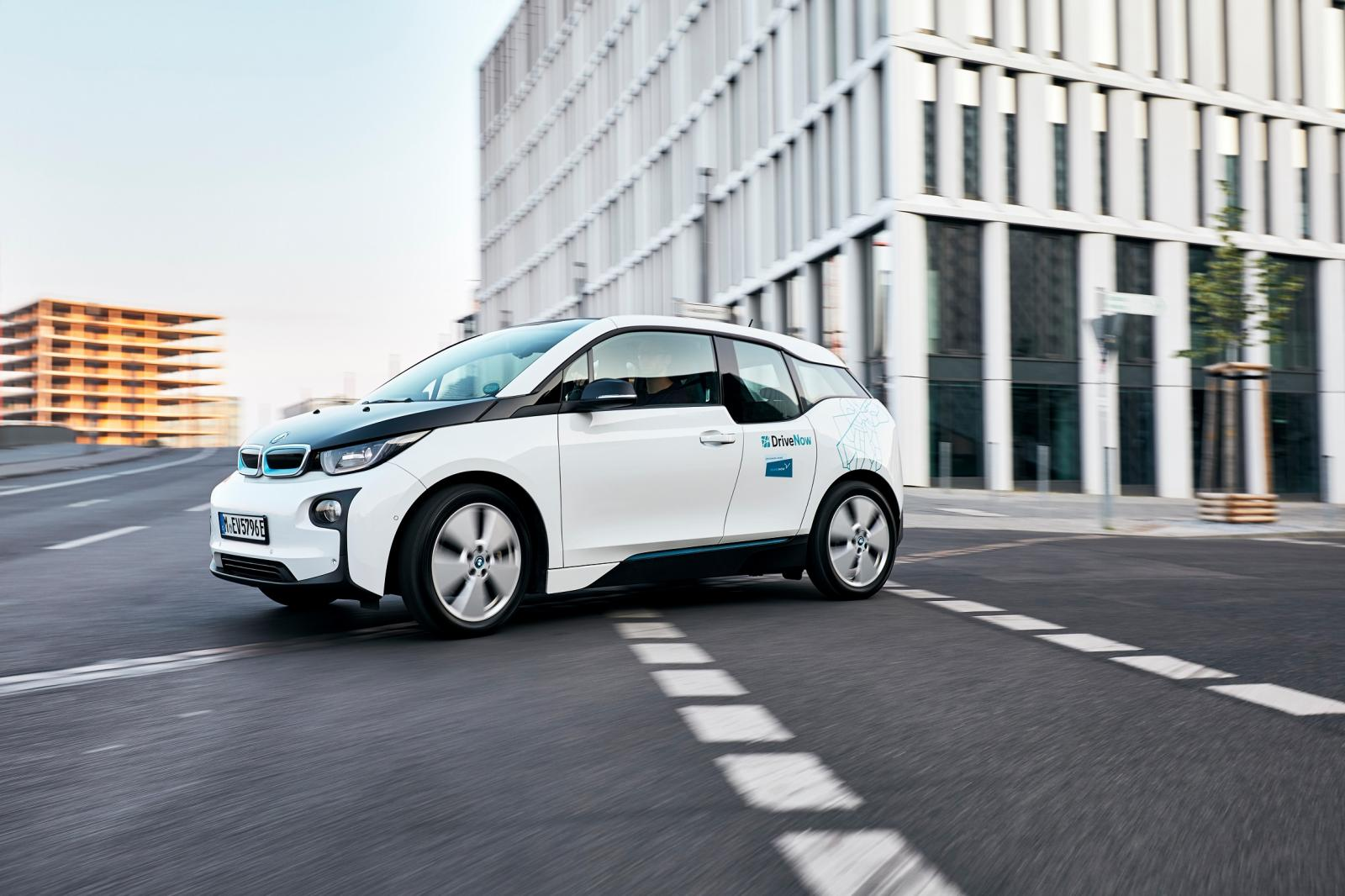 DriveNow_Lifestyle_BMW_i3_Driving