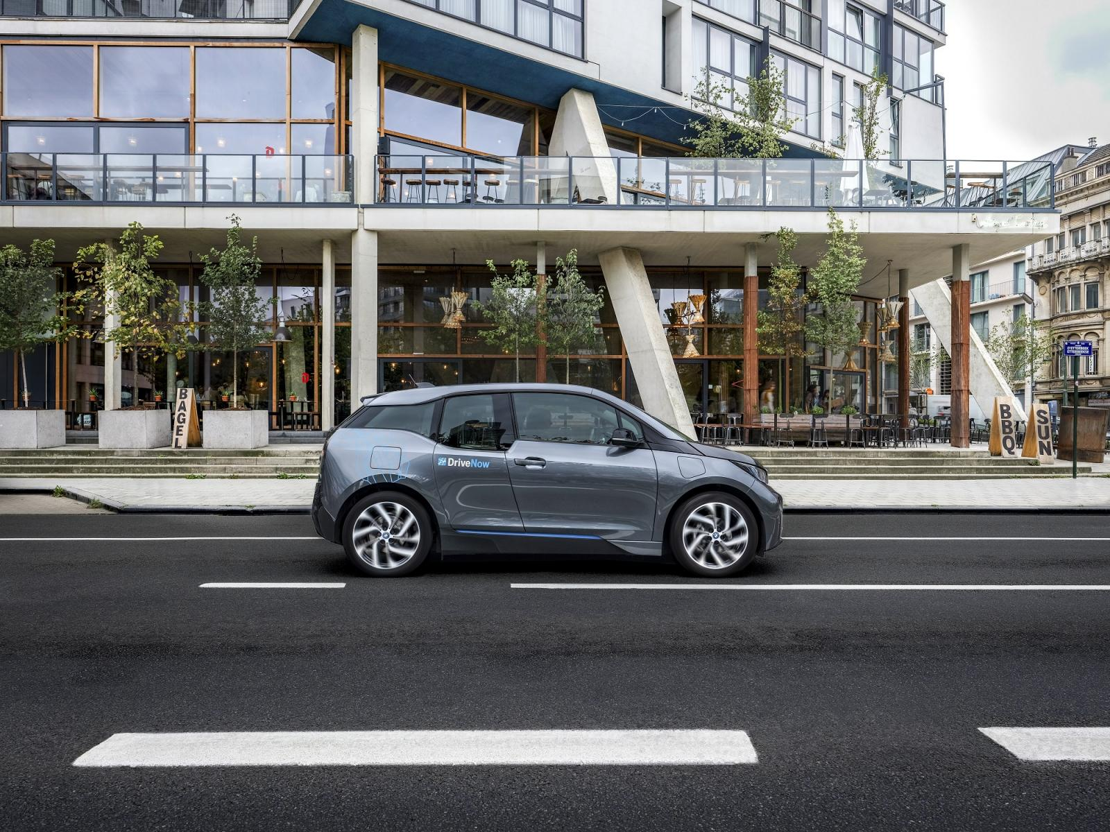 drivenow_brussels_bmw_i3_driving
