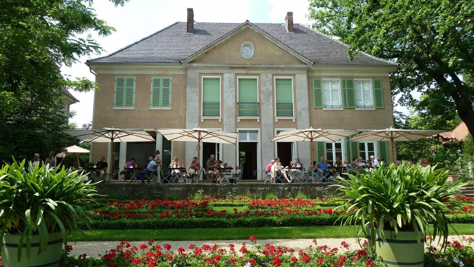villa-548670_1920
